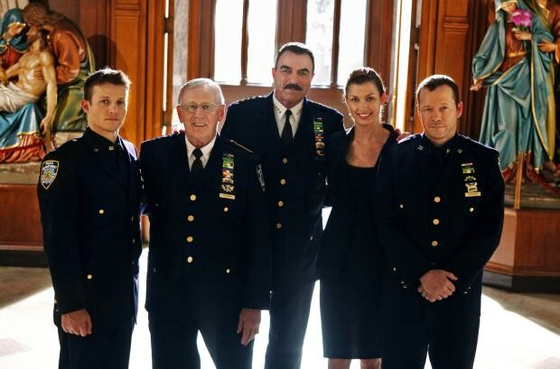Blue-Bloods-Cast-Promotional-Photo-blue-bloods-cbs-16818770-2560-1690.jpg