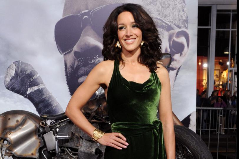 Jennifer-Beals-to-star-in-TNT-pilot-Proof