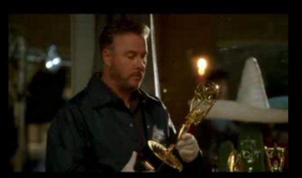 cross csi 03 - [Eu Assisti] O crossover entre Two And a Half Men e CSI... e adorei!