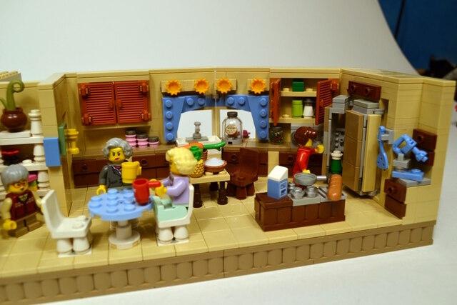 golden-girls-lego-set-11