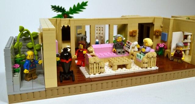golden-girls-lego-set-12