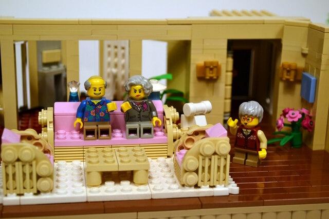 golden-girls-lego-set-2
