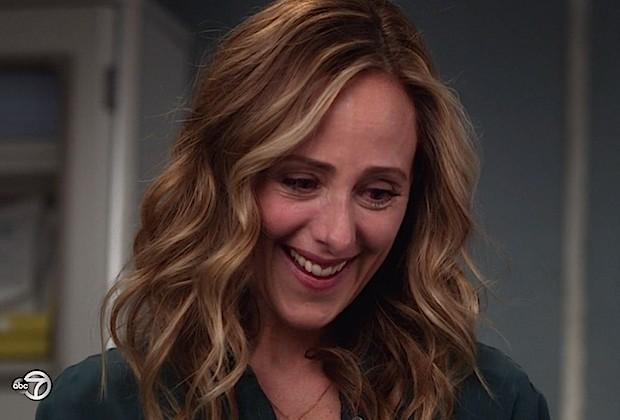 greys anatomy season 14 best moments kim raver1 - Kim Raver retorna ao elenco fixo de Grey's Anatomy na temporada 15