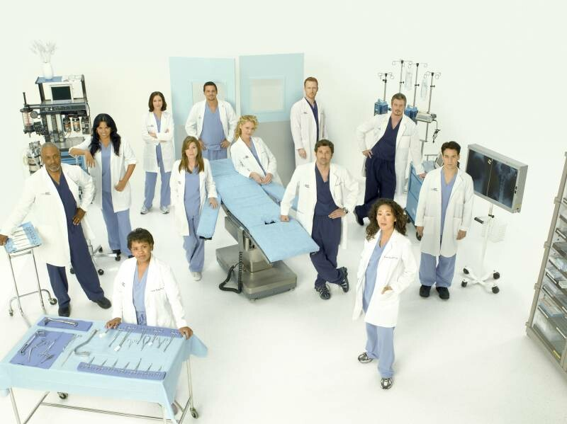 OUTER CIRCLE: JAMES PICKENS, JR., SARA RAMIREZ, CHYLER LEIGH, JUSTIN CHAMBERS, KEVIN MCKIDD, ERIC DANE, T.R. KNIGHT;  INNER CIRCLE: CHANDRA WILSON, ELLEN POMPEO, KATHERINE HEIGL, PATRICK DEMPSEY, SANDRA OH